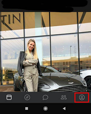 Нажмите на кнопку профиля в ВК на телефоне