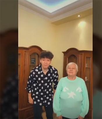 Рахим и бабушка в Тик Ток